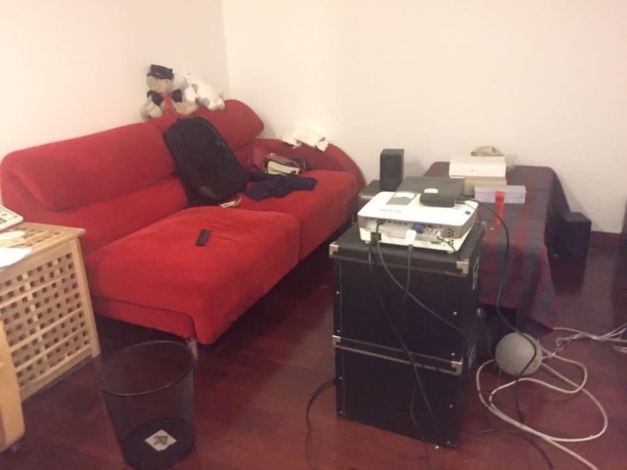 客厅,带短焦高清投影仪,小型家庭影院