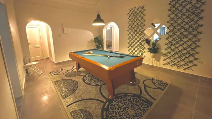THE GARDEN FLAT •  Pool table & 2 bedrooms