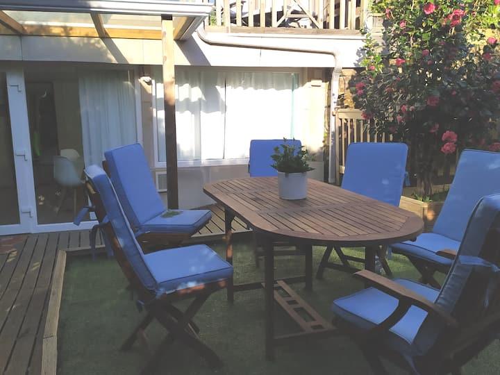 Apartamento con Jardín y piscina climatizada