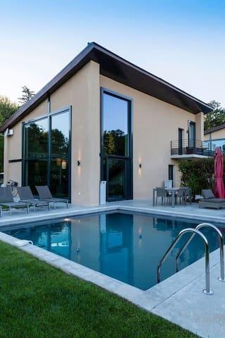Lodge 5***** 3 chambres - Piscine Privée chauffée - Le Tholonet - House