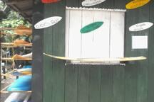 zona de alquiler de tablas e instructores.
