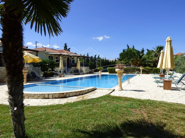Pool,garden and BBQ 5min from sandy beach - Paralio Astros