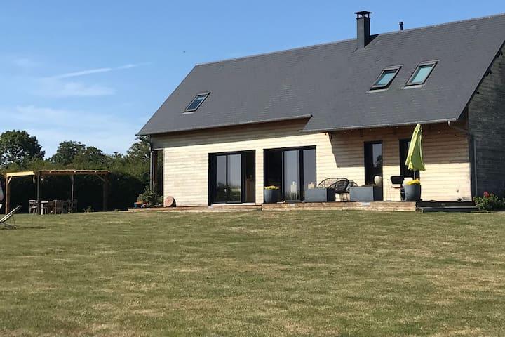 Maison et annexe au calme de la campagne bucolique