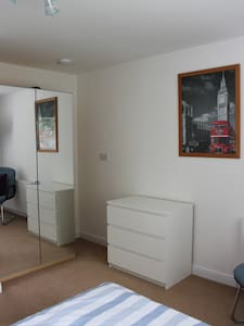 2 Lovely Double Rooms, Surrey - Esher - Apartment