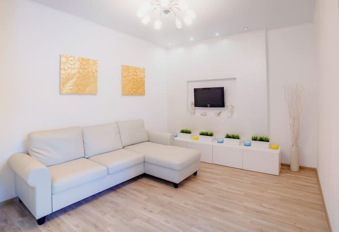 Двухкомнатные апартаменты в Центре  на Цюрупы 44/2 - Ufa - Byt
