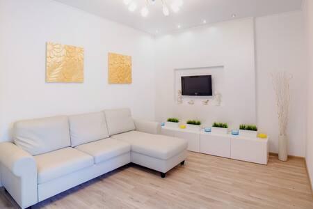 Двухкомнатные апартаменты в Центре  на Цюрупы 44/2 - Ufa