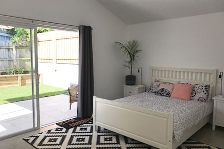 New studio with private courtyard - Byron Bay