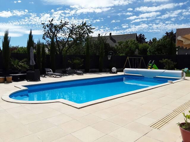 Maison 4 chambres et piscine chauffée