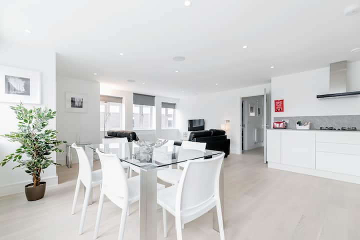 Furnished studio apartment in the heart of Ealing