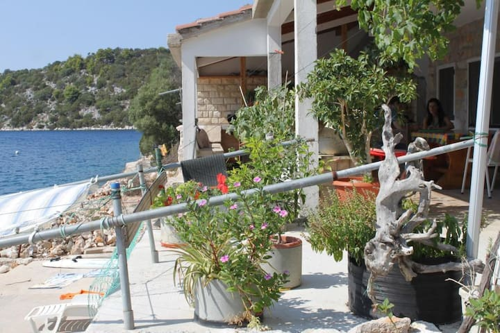 Studio flat near beach Pasadur (Lastovo) (AS-8391-a)