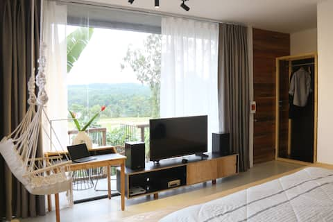 Deluxe room with mountain and lake view