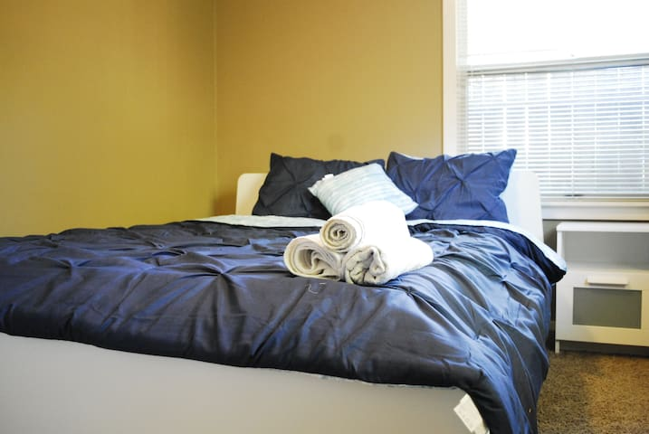 Walk to UCDMC, Midtown, Sac State Private Bedroom