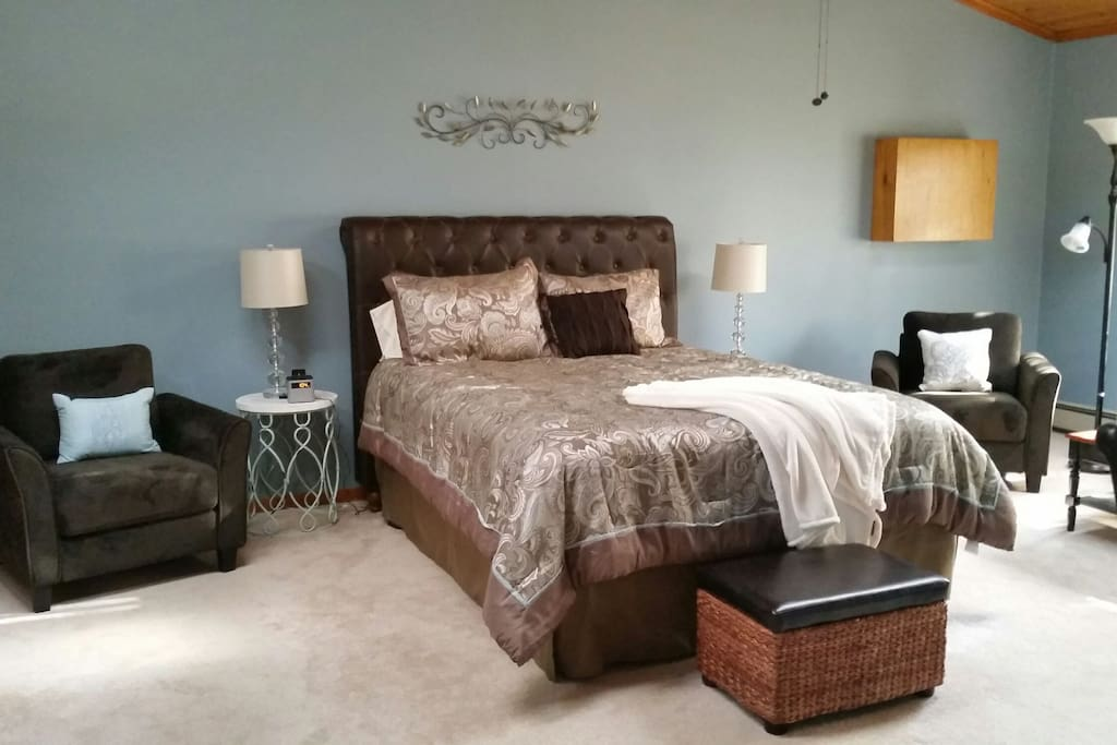 Huge Bedroom - Queen size bed, Double closets, thermostat in room, ceiling fan, air conditioner and lock on the door for privacy.