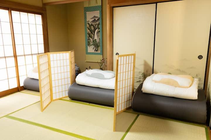 【ゲストハウスはじまり】男性専用和室ドミトリールーム