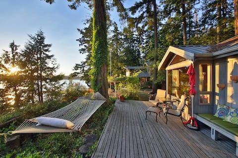 June Beach Cottage- Scenic Views & Private Beach