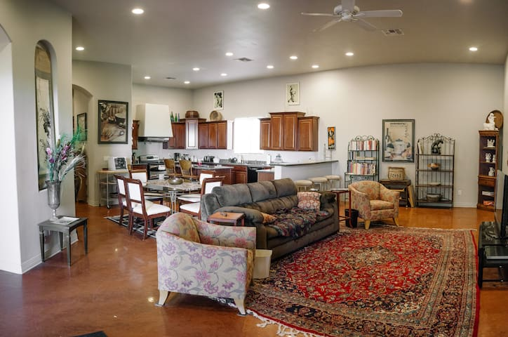 Quiet and Secluded 4BR with Spa and Mountain Views