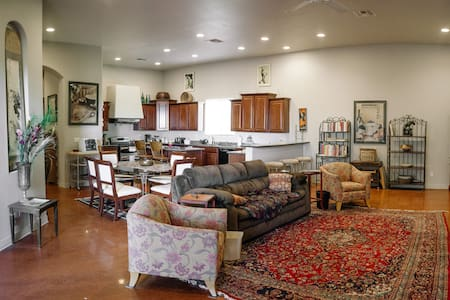 Elegance and Country Setting  4BR W/ Spa & Views