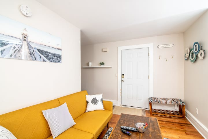 Sunny Apartment - Walkable to Downtown Portland