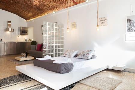 Glazed Studio in Santa Apolonia - Lisboa - Lejlighed