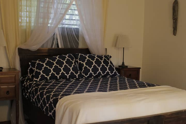 Private & Clean Saida Villa Room, Katamah Beachfront