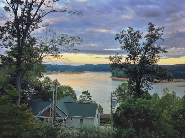Amazing Lakefront view w/ boat Slip - LaFollette - House