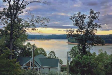 Amazing Lakefront view w/ boat Slip
