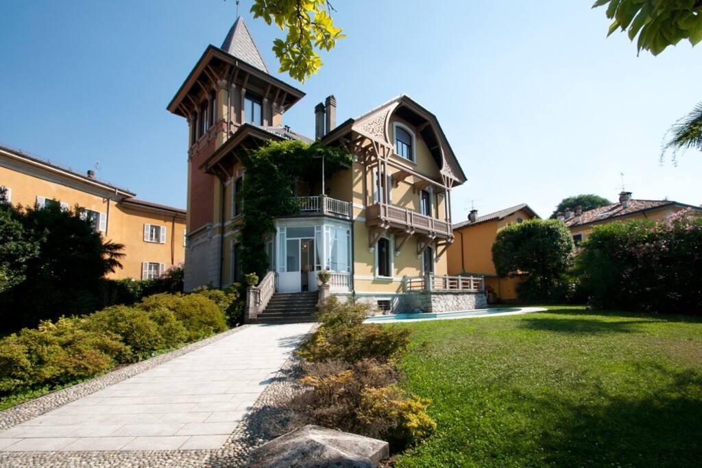 Splendida villa d 39 epoca sul lago ville in affitto a for Piani di casa bungalow d epoca
