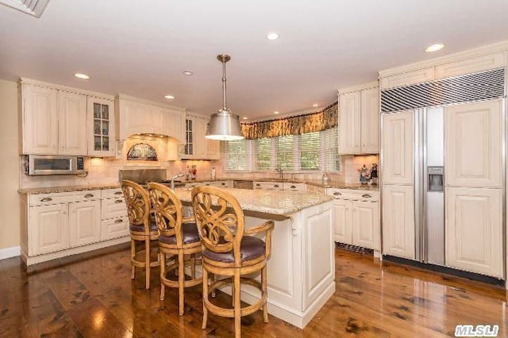 Wonderful Family Home Close To NYC! - Glen Cove - Rumah