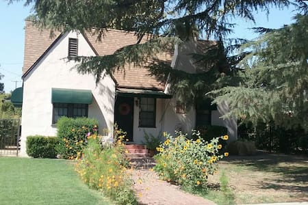 :Urban Garden Cottage: - Visalia