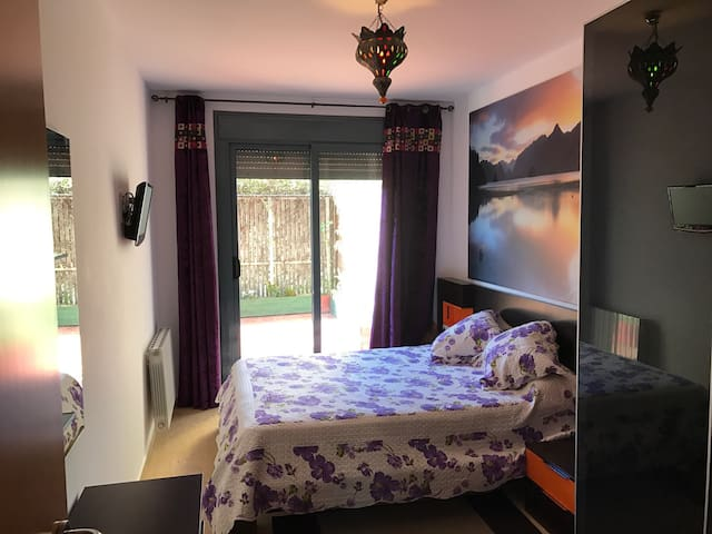 Big Room near to Airport & Vueling - El Prat de Llobregat