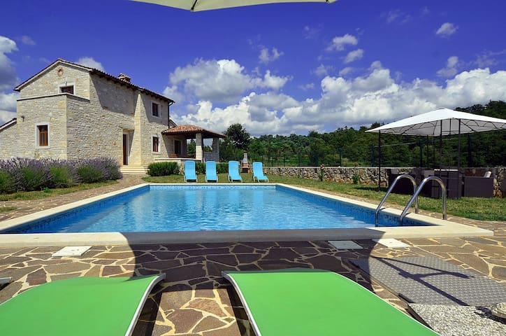 House for 8 pers with pool in Dubravci R47754