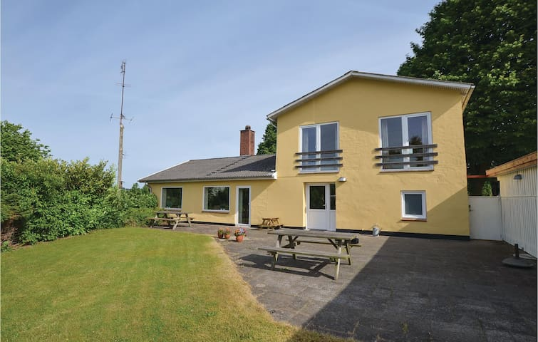 Holiday cottage with 5 bedrooms on 150 m² in Gråsten