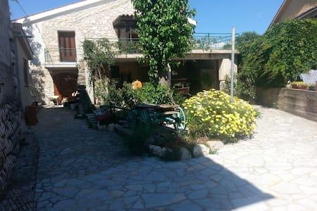apartman 70m2 5+5 in tradicional stone house - Kras - Dom