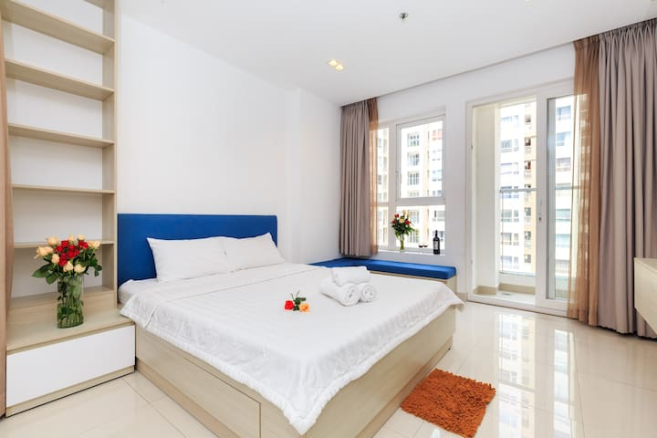 Sky Homes - Luxury Studio with POOL View