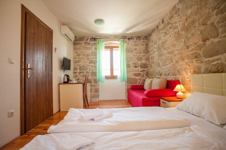 Double room with bathroom and shared terrace