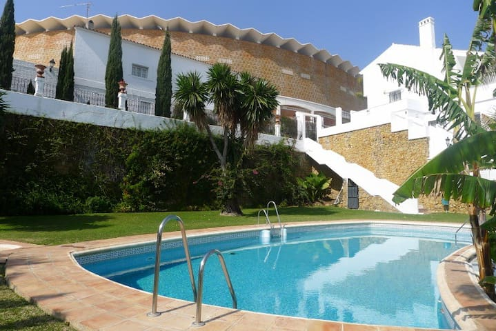 2 plan townhouse in Puerto Banus - Marbella - Huis