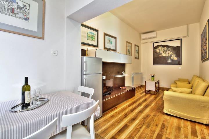 SANDRA house with apartments / LANA 2