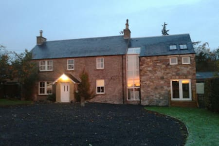Farmhouse in tranquil setting - Denholm, Hawick