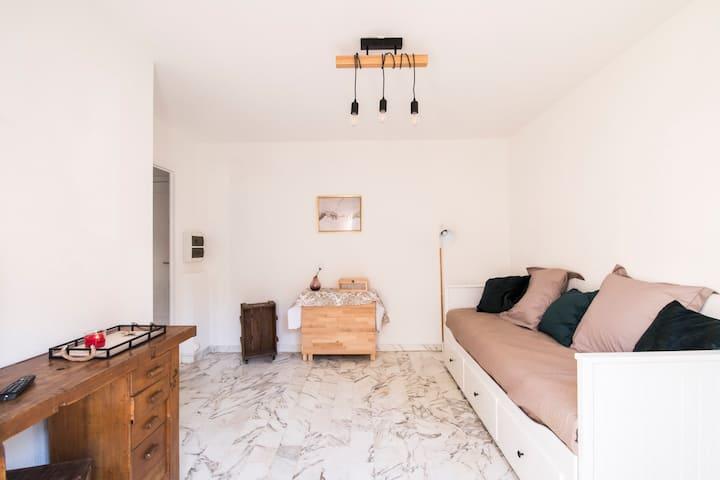 Studio, 5 mn Promenade des Anglais, WIFI, terrasse