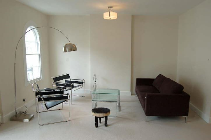 AMAZING SPACIOUS ONE BEDROOM FLAT NEAR HYDE PARK - London - Leilighet