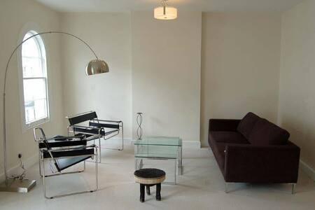 AMAZING SPACIOUS ONE BEDROOM FLAT NEAR HYDE PARK - 伦敦 - 公寓