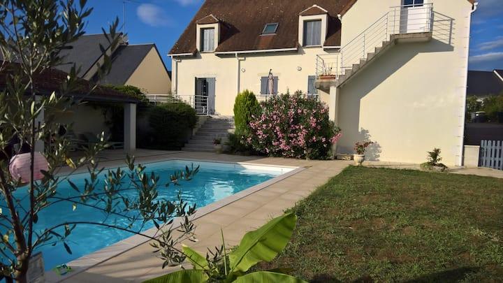 Vaste Villa avec grande piscine en Touraine