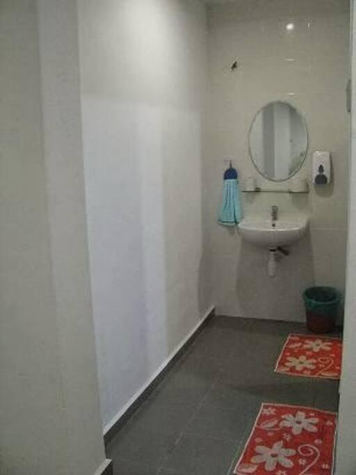 bathroom (hallway)