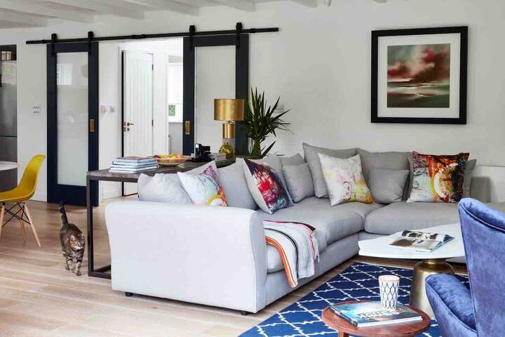 Beaufort House - large & bright coastal retreat