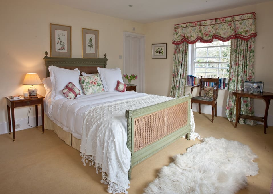 Charming Double Room with large en-suite bathroom
