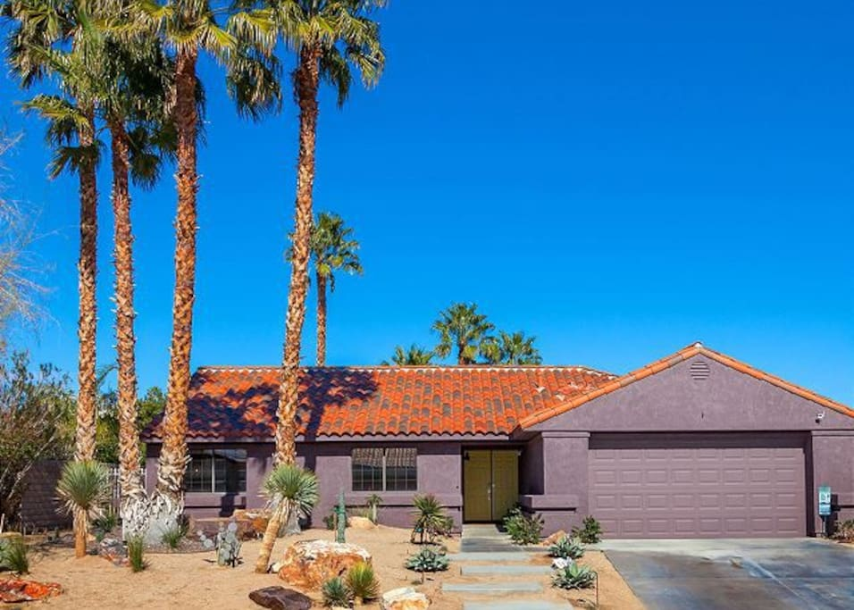 Classic villa style in Palm Springs!