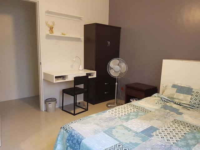 Modern 2 Bedroom House with Great Amenities