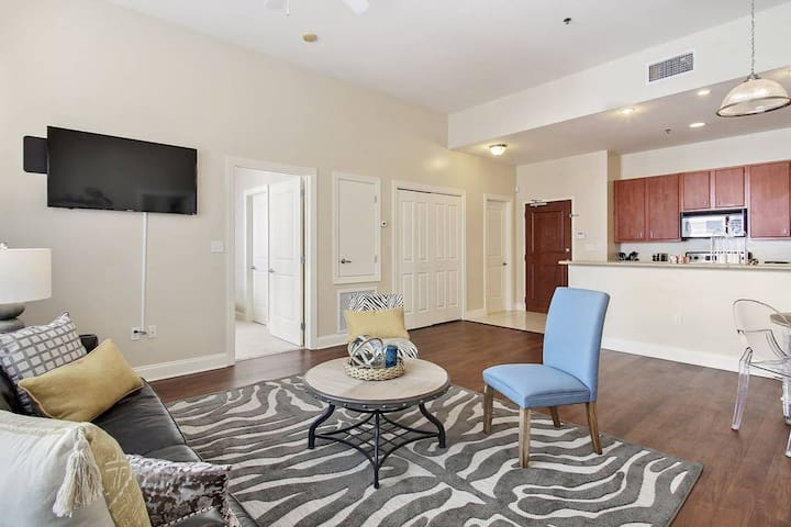 ★ Awesomely Located Downtown 2bed/2bath condo!! ★