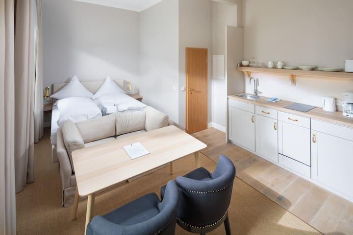 Rosa-Lena 1-Raum-Appartement 27 m²