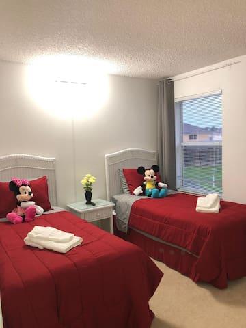 Comfort Room 2 people near Disney!